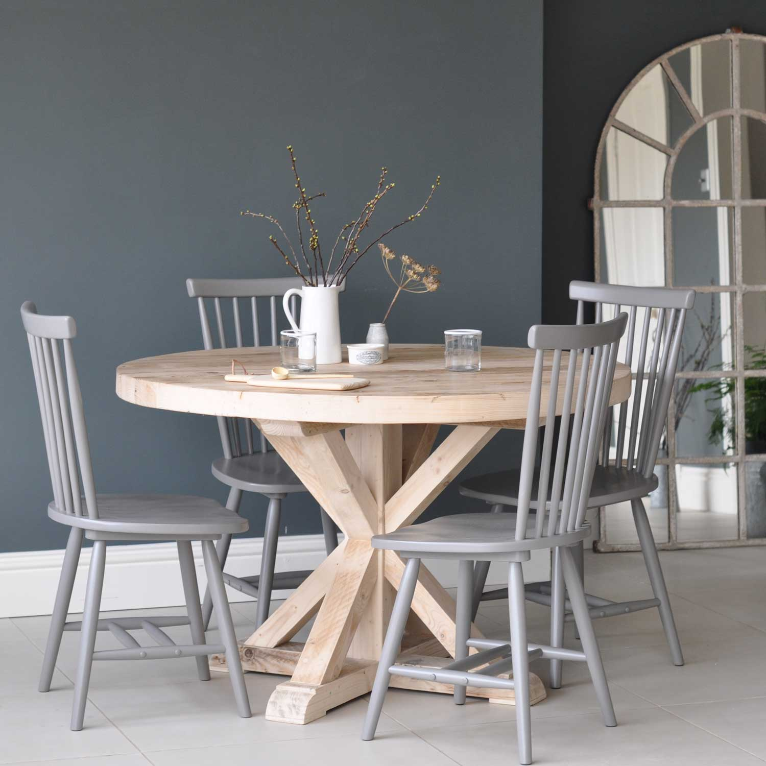 circular reclaimed wood round dining table. Black Bedroom Furniture Sets. Home Design Ideas