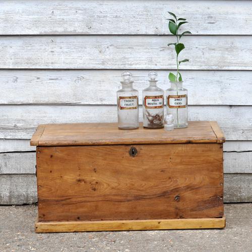 Pine Coffee Table Trunk: Vintage Pine Trunk Storage Box