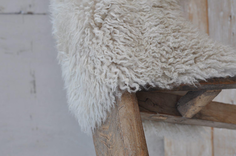 curly sheepskin australian throw rug home barn. Black Bedroom Furniture Sets. Home Design Ideas