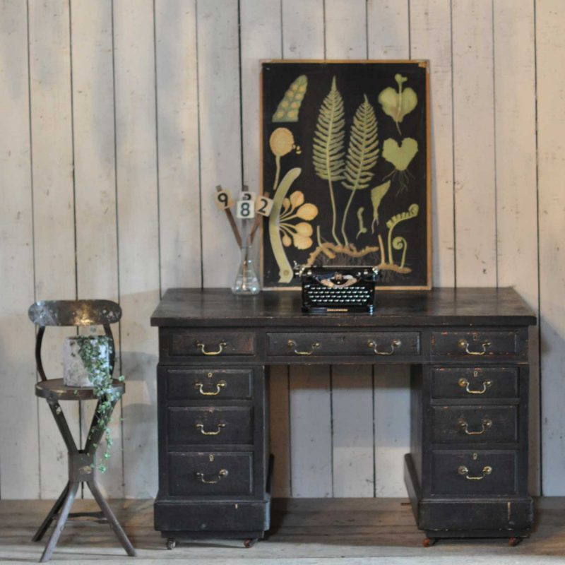 1930s Vintage Gentlemans Pedestal Desk with Drawers low res