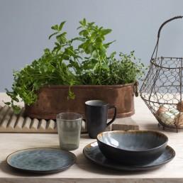 dinner table ware | crockery with grey crackle glaze
