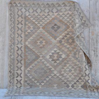 traditional hand woven kilim rug | Alyce