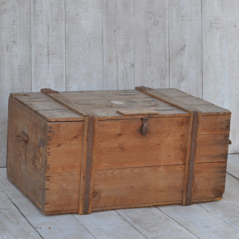 vintage crate shipping trunk coffee table