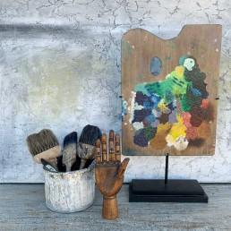 artist palette on stand | oblong