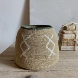 Woven patterned basket |neutral