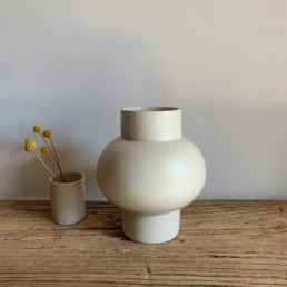 Handcrafted-African-pottery-collection-White-Blub-Vase-a