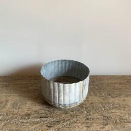 Small Ribbed Distressed Tin Plant Pot
